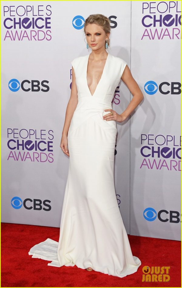taylor-swift-peoples-choice-awards-2013-red-carpet-01